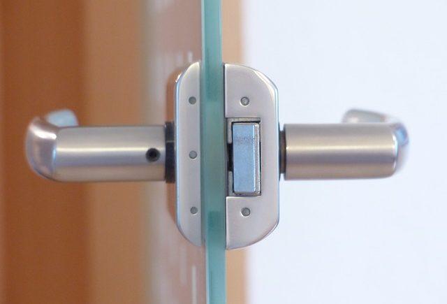 דלתות זכוכית לעסקים